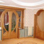 Двери из массива дерева: бессмертная классика