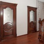 Достоинства дверей из массива