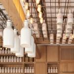Дизайн коктейль-бара Gamsei: бутылки, свисающие с потолка
