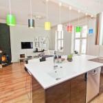 Дизайн кухни-гостиной в частном доме: ищем путь к оригинальности