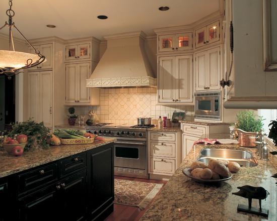 Дизайн кухни в классическом стиле.