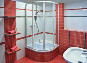 Душевые уголки – идеальный выбор для маленьких ванных комнат