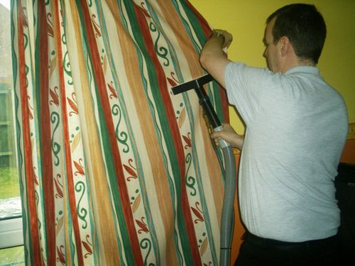 Как осуществляется химчистка штор с выездом на дом