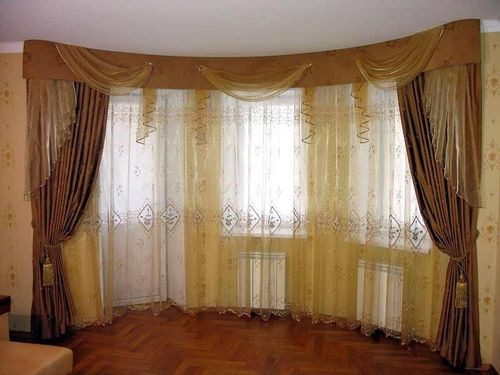 Как подобрать шторы для гостиной с балконом