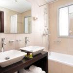 Как выбирать мебель в маленькую и просторную ванную комнату?