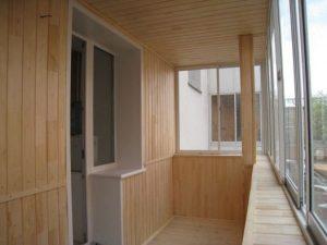 Как выбрать материал для внутренней обшивки балкона