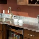 Какую столешницу выбрать на кухню: определяемся с материалом, размером и высотой
