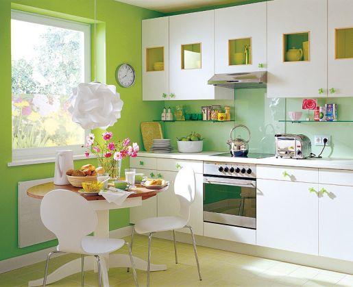 Белая кухня зеленые стены