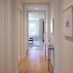 Маленькая прихожая, коридор