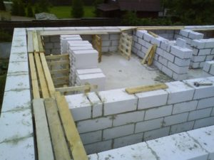 Особенности использования пескобетонных блоков в строительстве