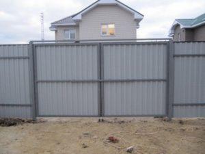 Особенности установки металлических ворот на даче