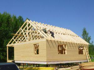 Освоение крыши загородного дома: ограничение как источник идей.