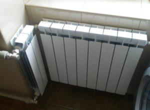 primer-netraditsionnogo-montazha-alyuminievogo-radiatora  - фото