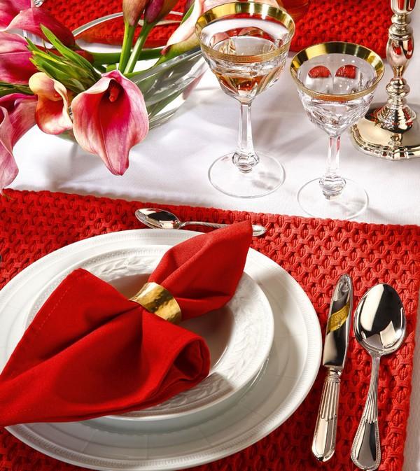 Сервировка стола к завтраку: день хорошего настроения