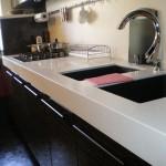 Стильная белая кухня с белой столешницей: особенности дизайна