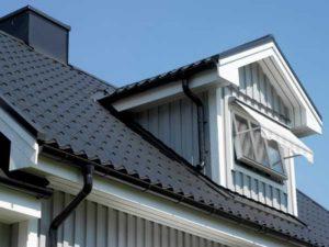 Стоит ли отделывать крышу с помощью металлочерепицы?