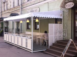 Строительство летнего кафе