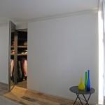 Свобода без границ: просторный лофт с половицами из старой часовни