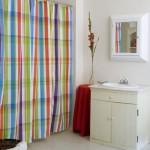 Текстильные шторы для ванной комнаты: простота и функциональность
