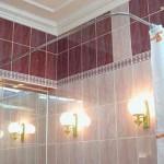 Угловая штанга для шторы в ванную: от выбора до крепления