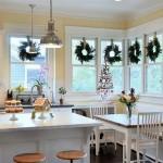 Украшение интерьера дома к Новому году: 23 праздничные кухни